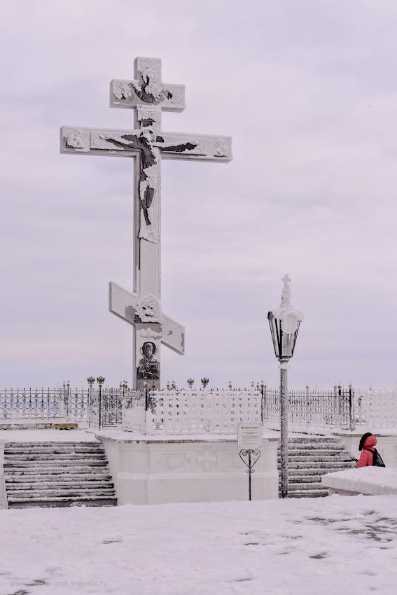 Фото 14. На былом месте воздвигли новый Царский крест (восстановлен на Белой горе 27 сентября 1998 года). Теперь он пониже (10,66 метра), но зато сделан из нержавейки). 1/125, +1.33, 14.0, 250, 62.