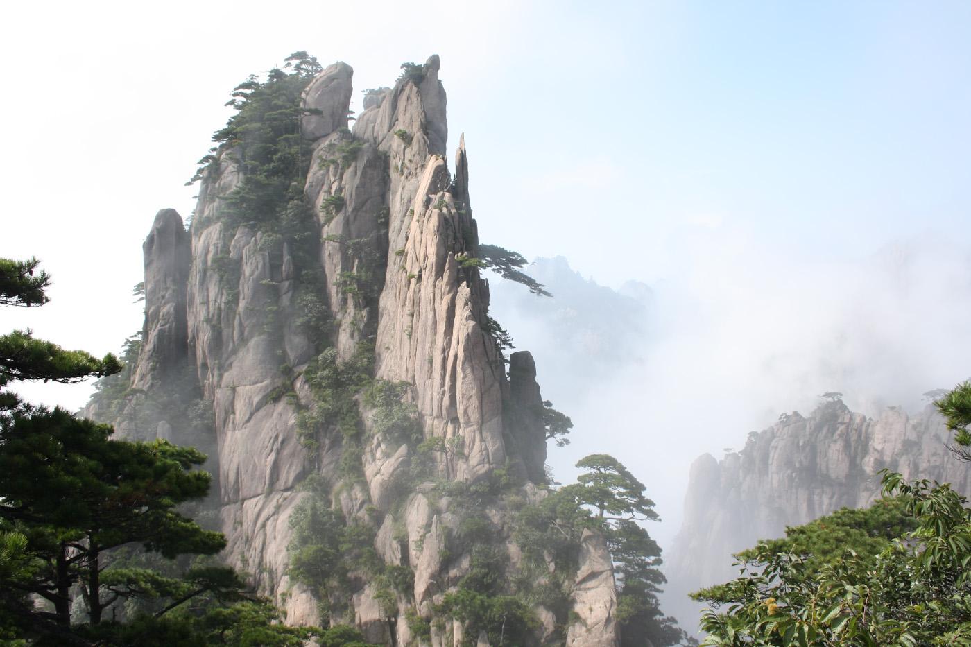 24. Фотография. Пейзаж гор Хуаншань в провинции Анхой. Не путайте с горой Хуашань.