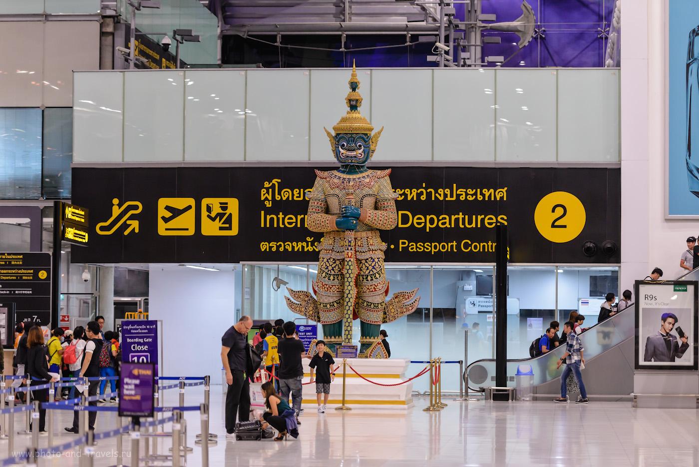 Фото 32. Божество в зале вылета аэропорта «Суварнабхуми» в Бангкоке. Таких «монстров» можно увидеть во многих храмах Таиланда. 1/250, +0.33, 2.8, 2000, 112.