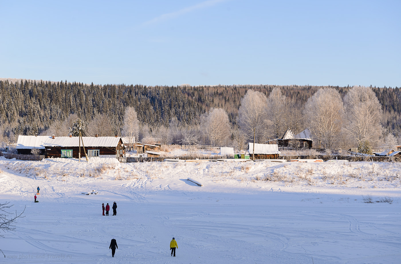 Фото 8. Вид на поселок Усть-Койва с другого берега, со стороны Мельничной реки. Как добраться к Мельничному ледяному водопаду. 1/160, +0.33, 8.0, 100, 66.