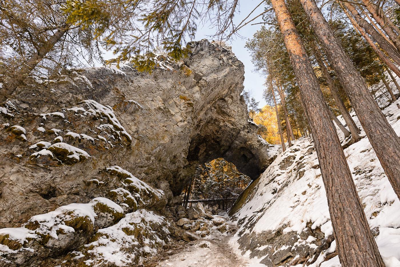 Фото 23. Скала Царские ворота. Когда-то это была Карстовая пещера... Отчет о поездке на авто в Пермский край. 1/50, 8.0, 360, 24.
