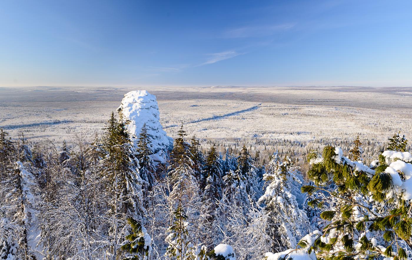 Фото 13. Скальный останец Чертов палец на вершине горы Колпаки. Уральские пейзажи зимой. 1/50, +0.33, 8.0, 110, 24.