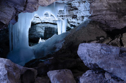 2. Samaia znamenitaia dostoprimechatelnost Permskogo kraia Kungurskaia ledianaia peshchera Kak doekhat i kak fotografirovat chtoby snimki ne byli ploskimi.