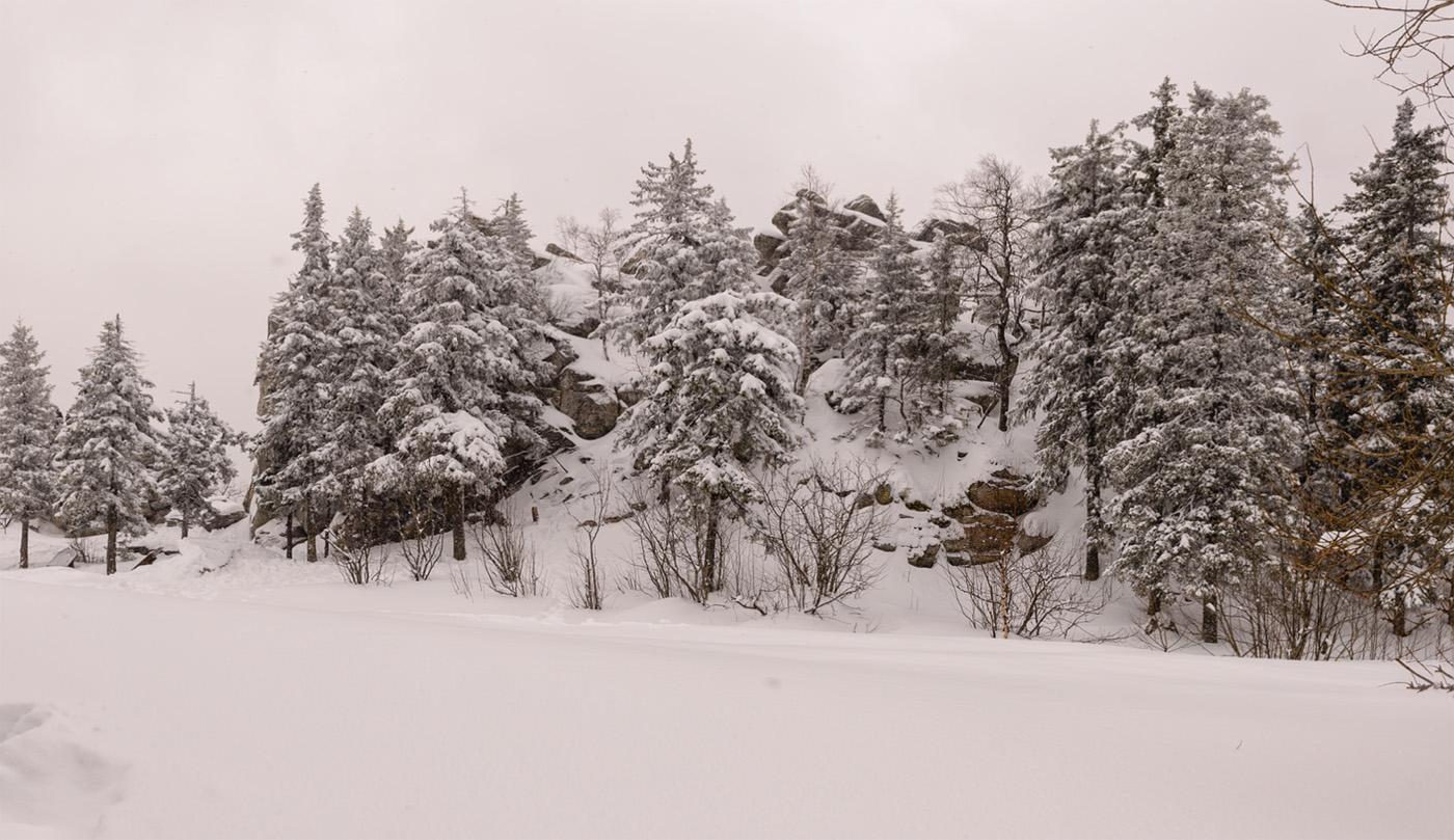 Фотография 10. Вид на Черную скалу. Как мы путешествовали по Челябинской области на машине. На Таганае интересно в любое время года и в любую погоду. 1/800, +0.67, 8.0, 400, 24.
