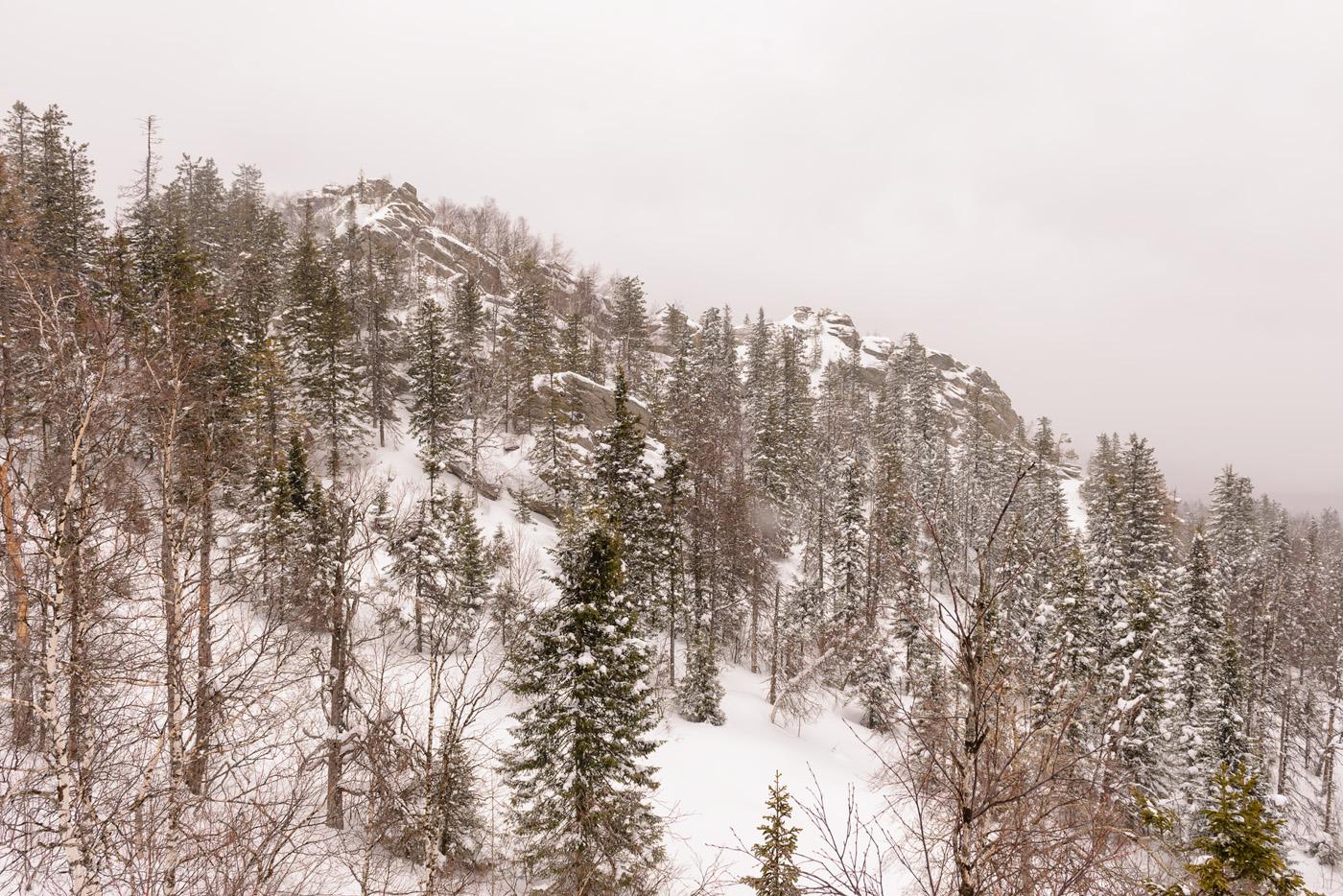 Фотография 11. Так выглядит гора Черная скала с другой стороны. Отчет о путешествии в Челябинскую область из Екатеринбурга. Стоит ли ехать на Таганай в марте? Безусловно, сомнения разве могут быть! 1/400, +0.67, 8.0, 400, 24.