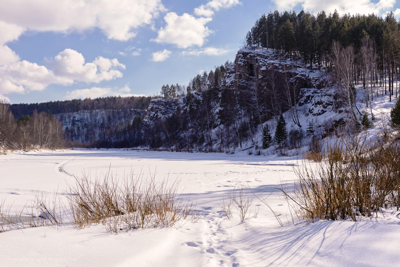 Фото 32. Скала у места впадения ручья Клюкля в реку Юрюзань. Там виды красивые, но Идрисовская пещера - у меня за спиной. Отчет об автомобильном путешествии по Челябинской области. 1/800, +0.33, 9.0, 400, 44.