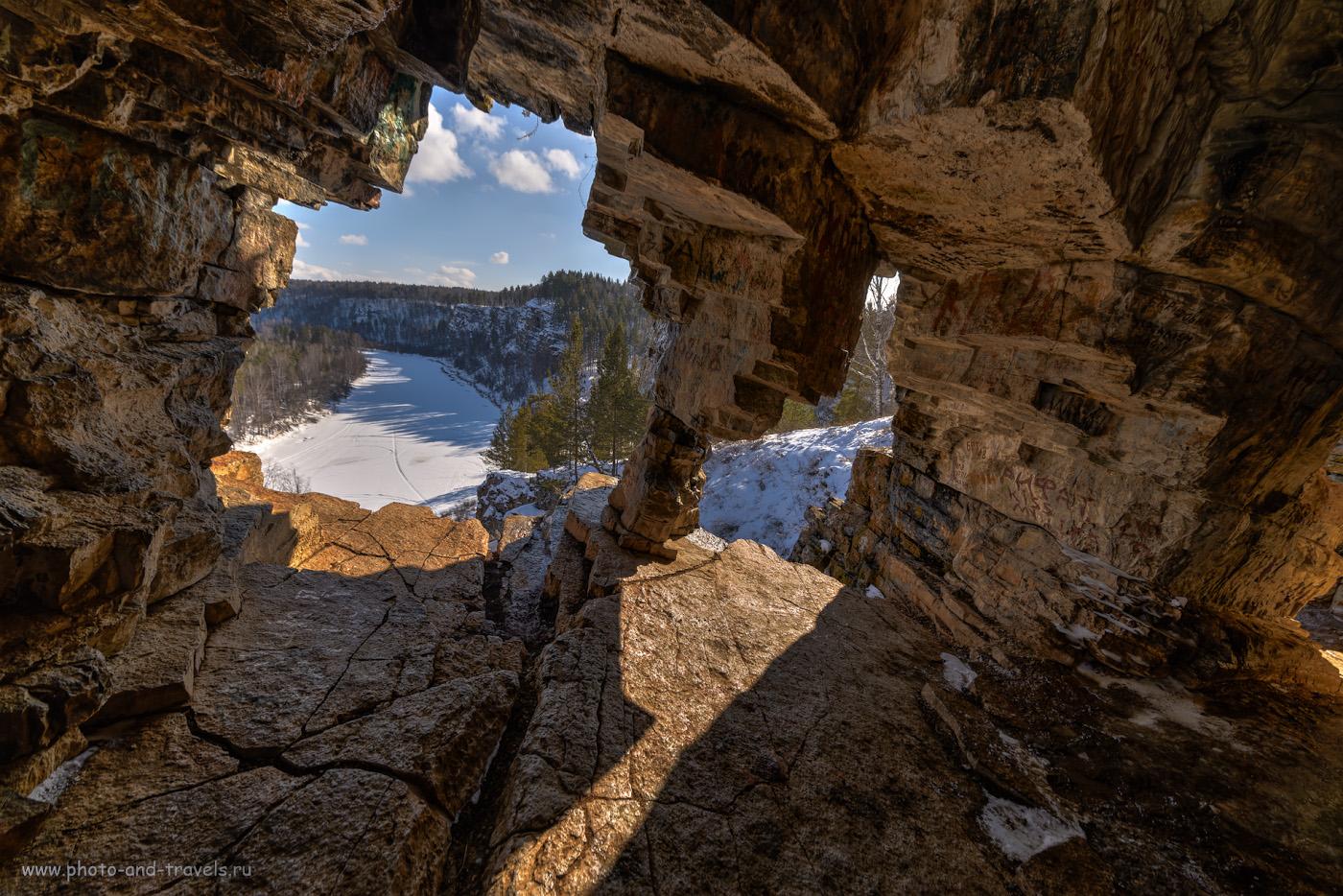 Фото 37. Виды из грота Идрисовской пещеры вверх по течению реки Юрюзань. Камера Nikon D610, объектив Samyang 14 mm f/2.8. HDR из трех кадров. 1/250, -0.67, 9.0, 160, 14.