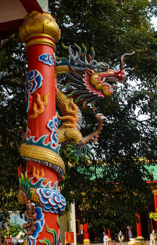 Снимок 20. Да, с воображением у китайцев проблем не было. Такого дракона создали! Отзывы об экскурсии на холм Пратамнак в Паттайе. Поездка в Таиланд «дикарем» в октябре-месяце в сезон дождей. 1/100, -0.33, 8.0, 560, 52.