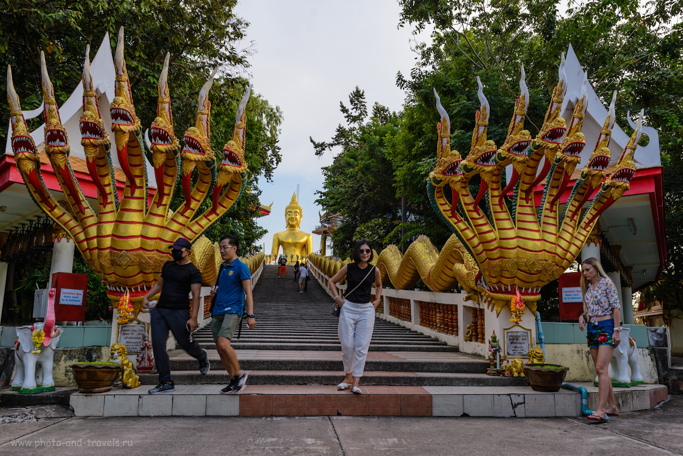 Фотография 22. Драконы у подножья Большого Будды на холме Пратамнак. Что посмотреть в Паттайе самостоятельно и недорого. Отзыв об отдыхе в Таиланде в четвертый раз. 1/50, -1.0, 8.0, 125, 24.