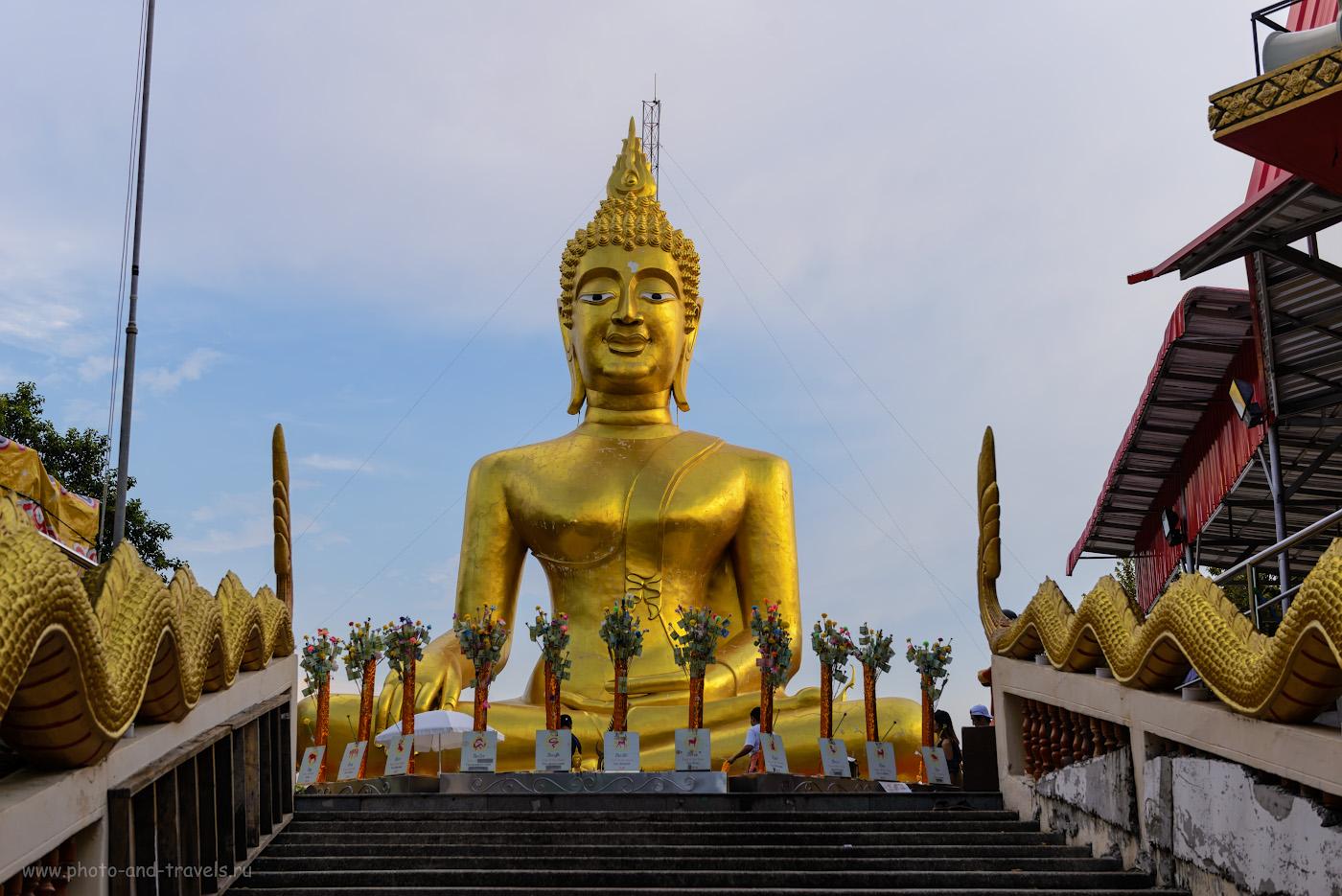 Фото 24. Статуя Большого Будды в храме Ват Пхра Яй (Wat Phra Yai) на холме Пратамнак в центре Паттайи. Куда сходить вечером. 1/200, +1.0, 4.5, 100, 52.