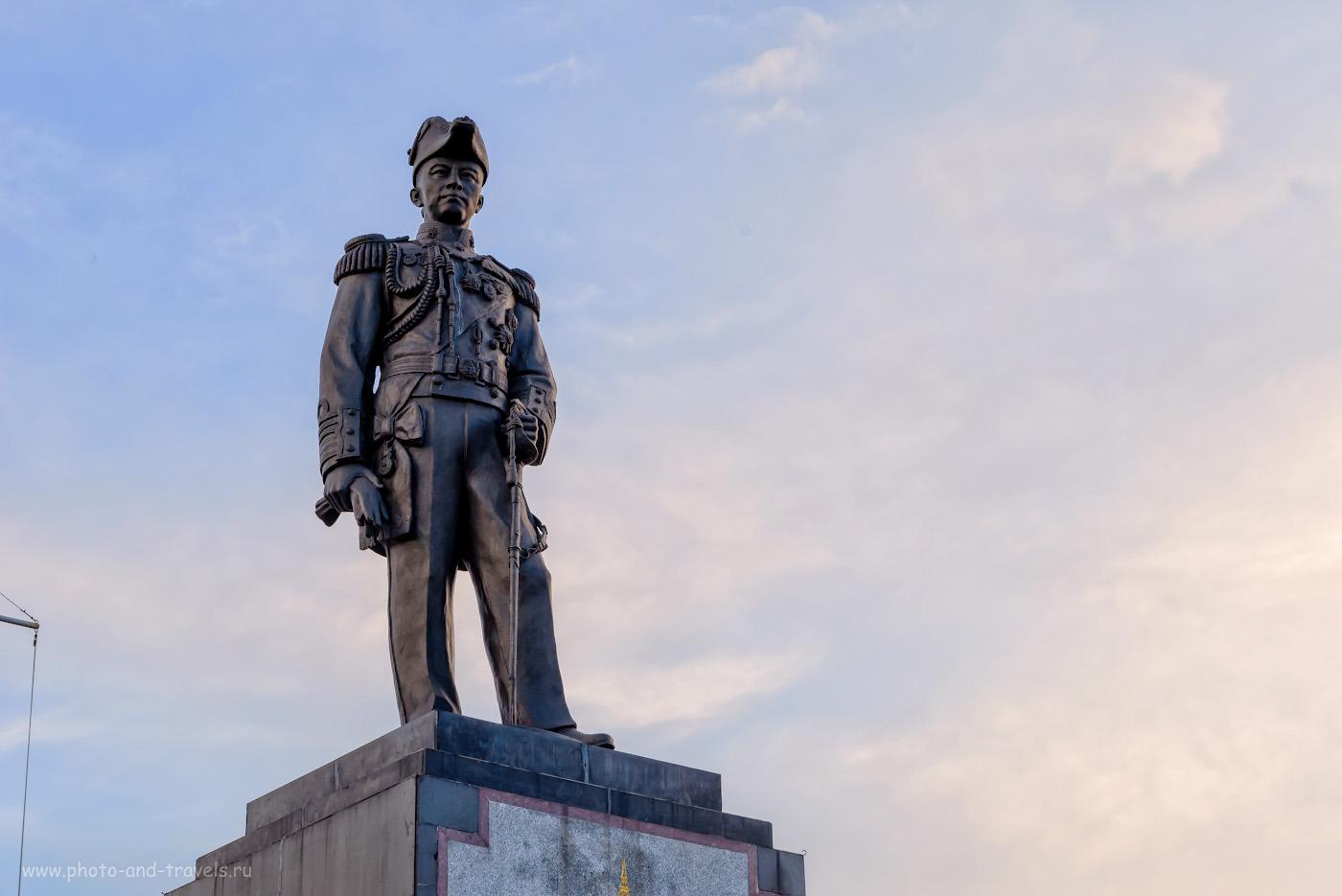 Фотография 30. Статуя Адмирала Крома на смотровой площадке, на вершине холма Паттайя Хилл. Куда пойти вечером на отдыхе. 1/125, +1.33, 9.0, 640, 58.