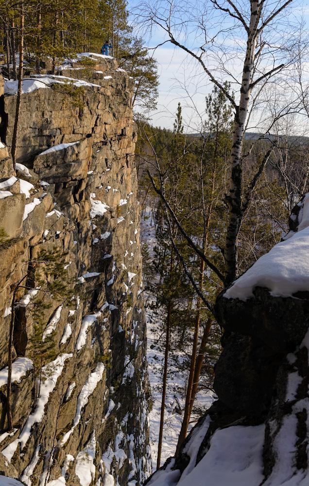Фотография 12. Скала Шайтан-камень – одна из самых живописных природных достопримечательностей, куда можно съездить в окрестностях Екатеринбурга. Высота – 40 м. Параметры съемки: 1/60, 10.0, 200, 32.