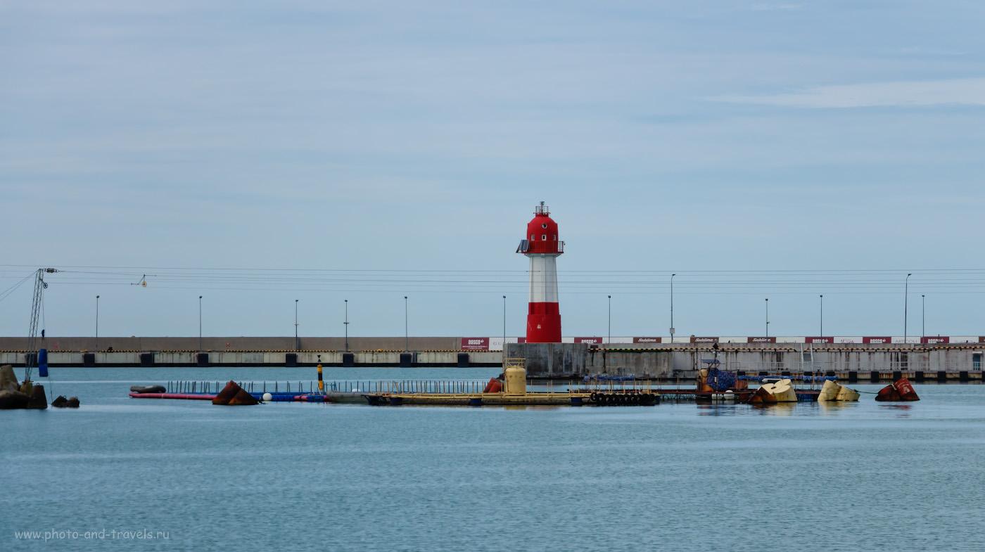 Снимок 7. Современный навигационный маяк в порту. Что посмотреть в марте. 1/2000, f/5.6, ISO 200, 101.