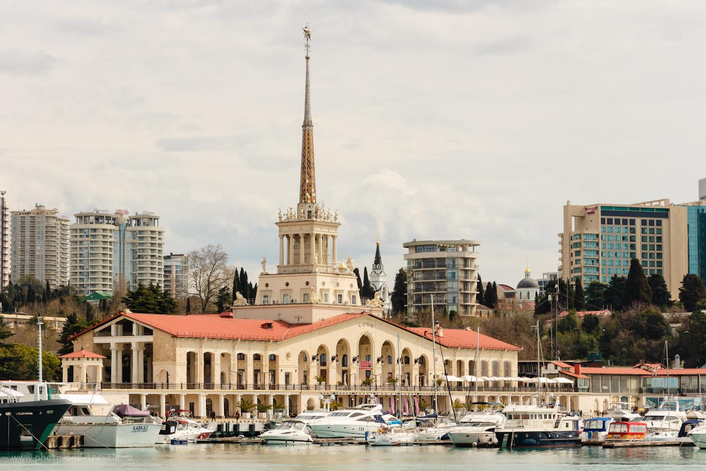 Фото 9. Здание старого Морского вокзала. Достопримечательности центрального района Сочи. 1/640, f/8, ISO 200, 67.