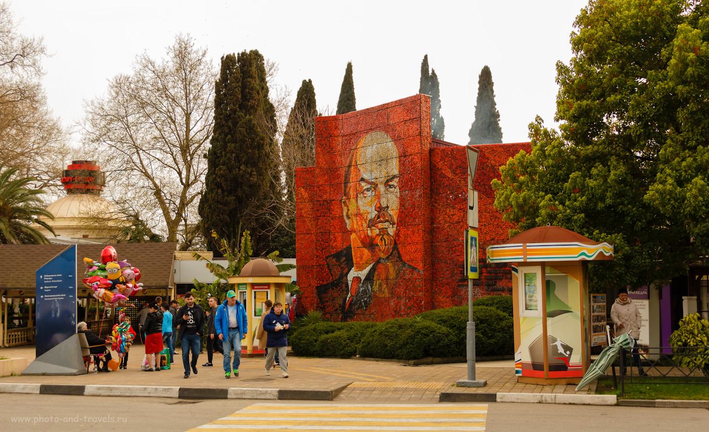 Фотография 25. Мозаичная стела с портретом Ленина. Интересные места в Сочи, которые стоит посмотреть. Камера Canon EOS 650D, объектив Canon 18-135mm F/3.5-5.6. Параметры: 1/200, f/5, ISO 400, 29мм.
