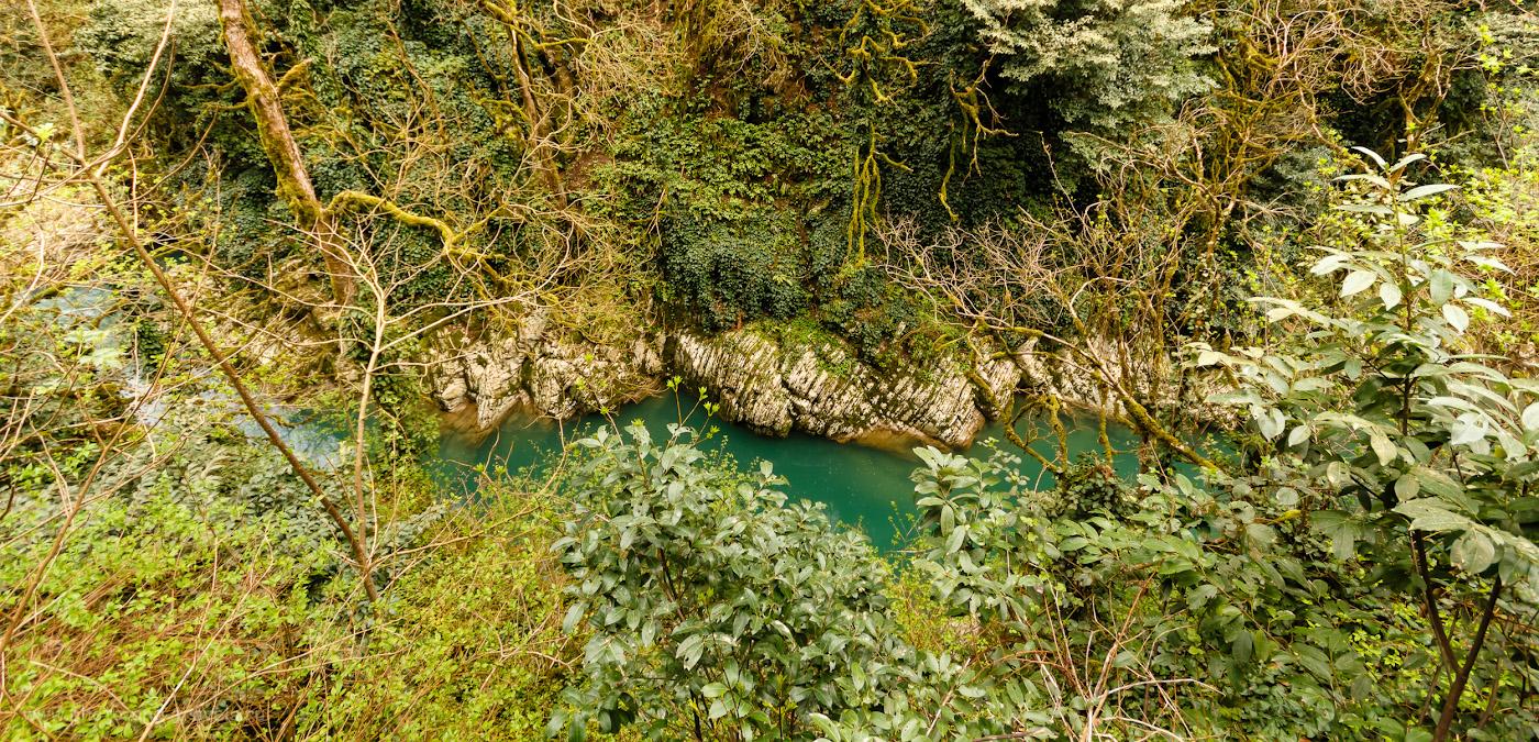 Снимок 30. Река Хоста в каньоне после Чёртовых ворот. Рассказы туристов о пеших походах по горам в окрестностях Сочи. 1/25, f/5.6, ISO 400, 10мм.