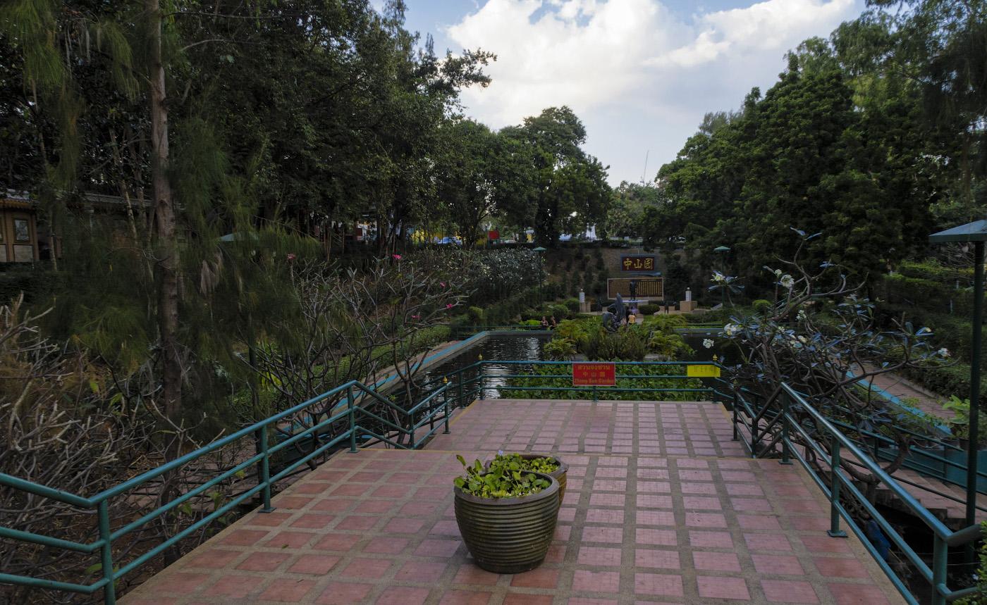 Фото 39. Сад Zhong Sun Gardens в Китае в парке Ванг СамСьенг (Wang Sam Sien). Какой фотоаппарат купить для съемок в отпуск? Может быть Canon PowerShot G7X Mark II?.. 1/60, -0.67, 8.0, 200, 8.8.