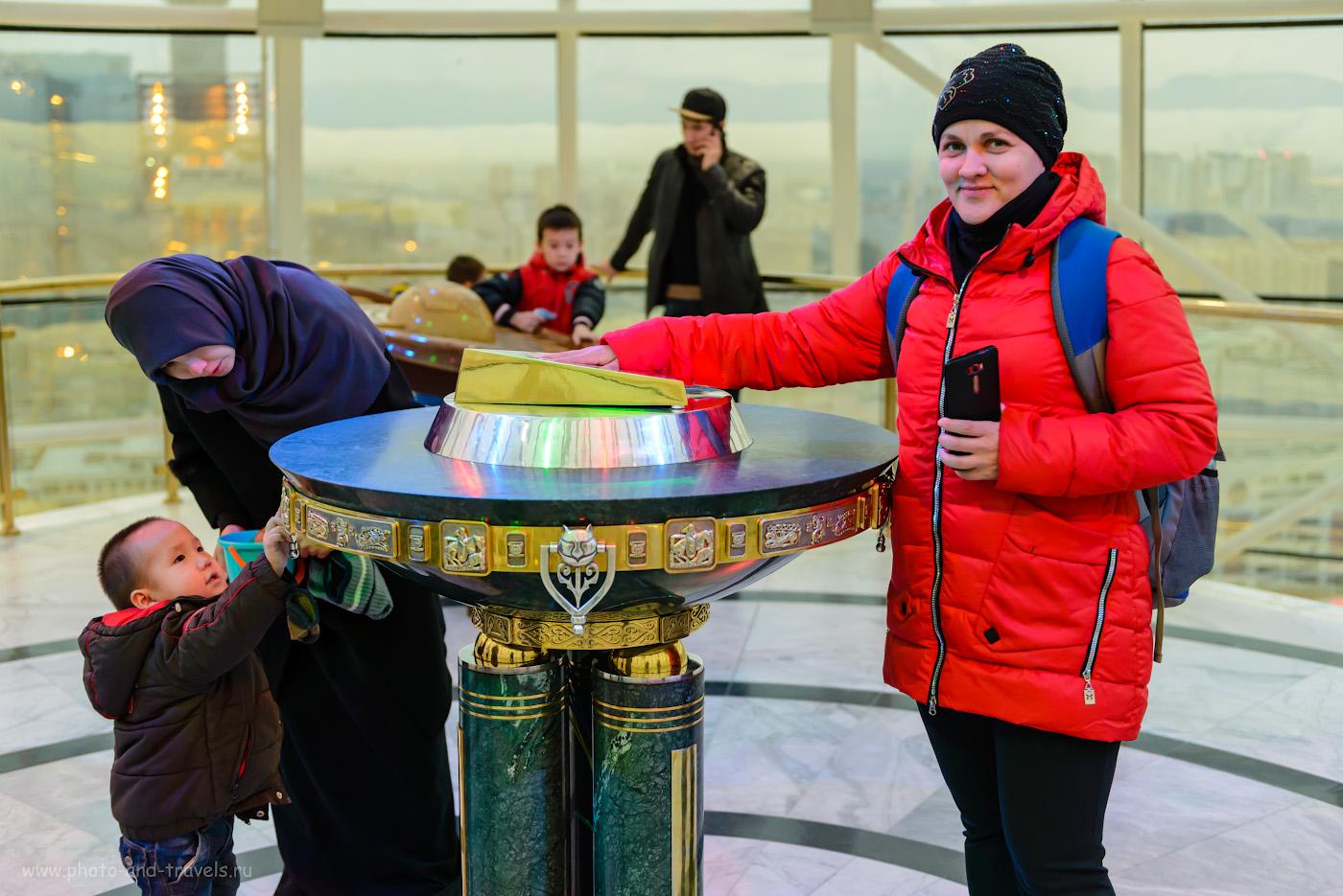 Фото 8. Художественная композиция «Аялы-Алакан» в центре шара монумента «Байтерек» в Астане. Что можно посмотреть за полдня во время пересадки в Казахстане. 1/100, +0.33, 2.8, 1600, 45.