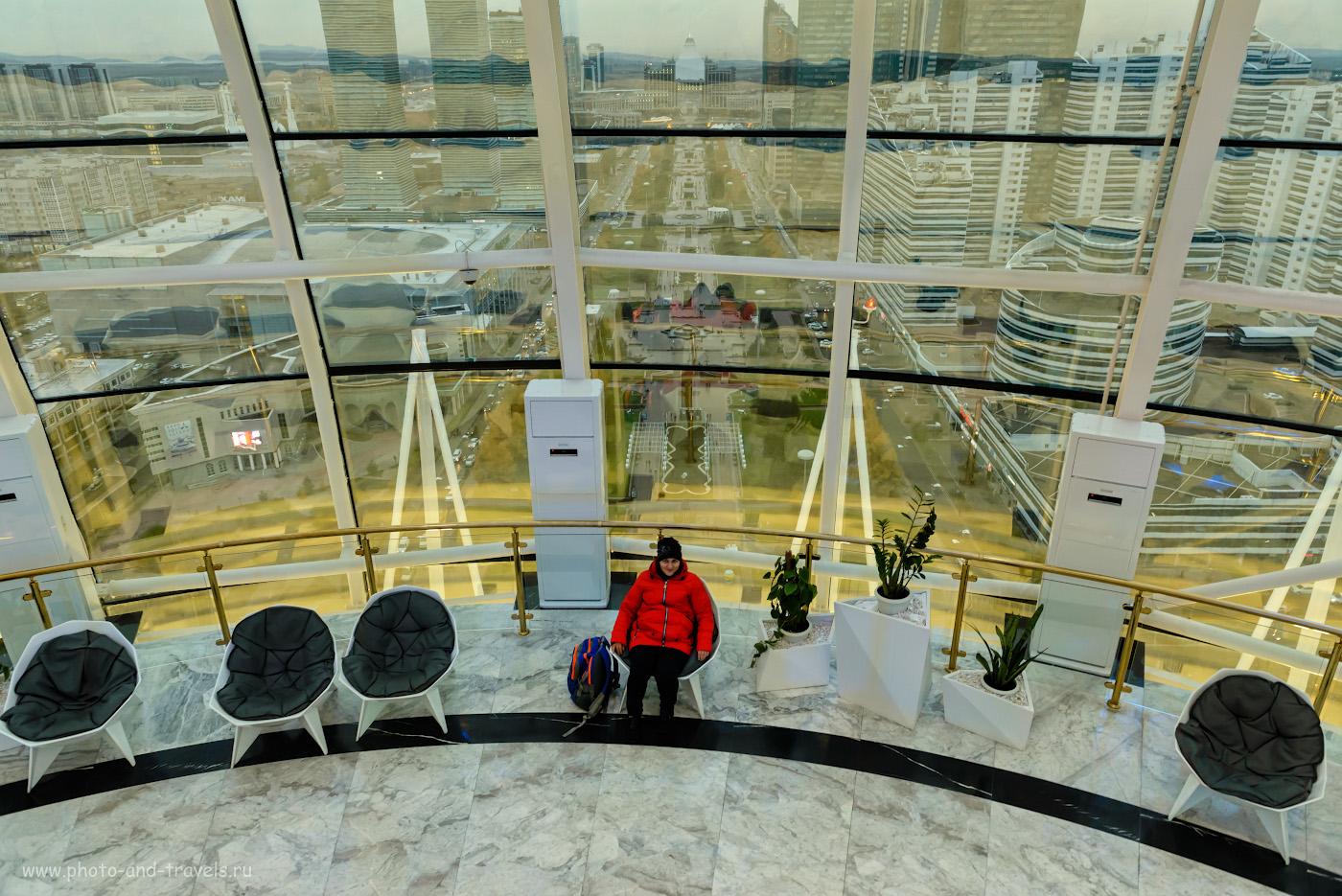 Фото 1. Вид с монумента Байтерек на бульвар Нуржол. Фотоаппарат Nikon D610, объектив Nikon 24-70 mm f/2.8. Настройки при съемке: В=1/50, экспокоррекция +0.33, f/4.5, ISO 1800, ФР=24 мм.