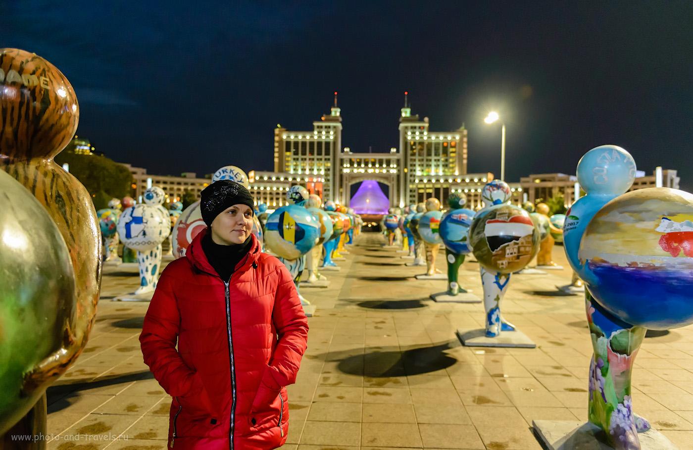 Фотография 17. Фигуры с глобусами на площади перед зданием «КазМунайГаз». Отзывы о прогулке по Астане. Что посмотреть в столице Казахстана за несколько часов. 1/40, +1.33, 2.8, 6400, 27.
