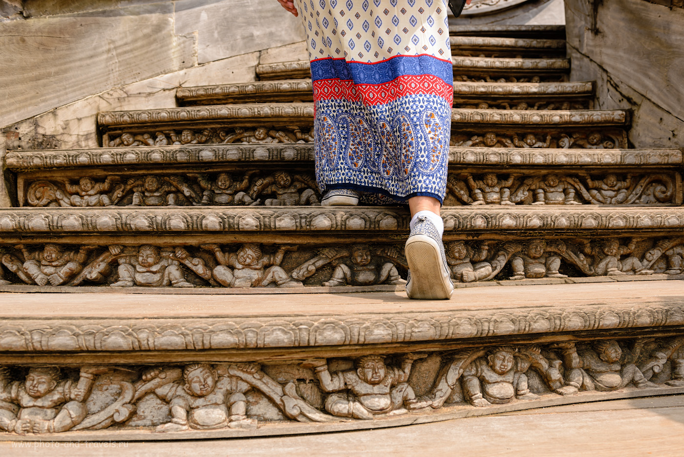 Фото 21. Ступени лестницы в Храме Истины в Паттайе. 1/320, 5.6, 100, 32.