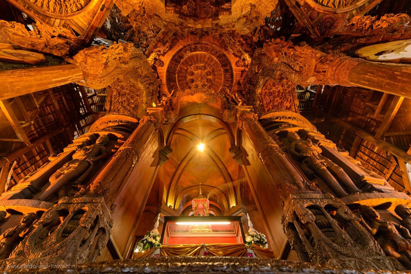 Снимок 25. Резные потолки в деревянном Храме Истины в Паттайе. 2.5, +0.67, 8.0, 100, 14.