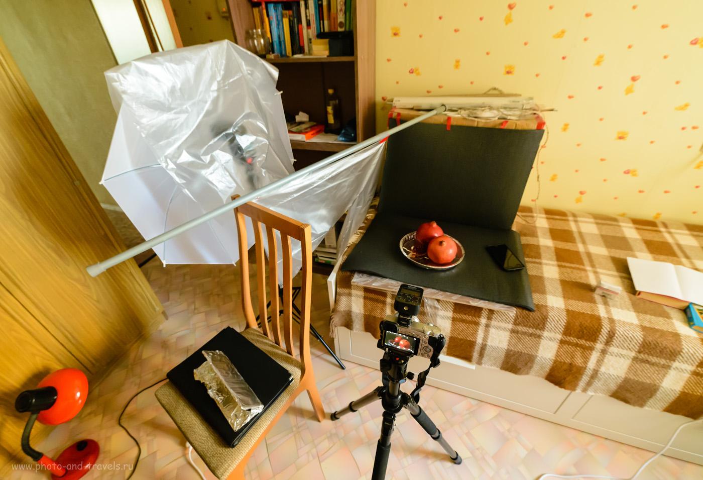 Фотография 7. Чтобы свет от нашей вспышки Yongnuo YN-685N был мягче и для имитации луча вешаем перед ней рассеиватель с прорезью. Как фотографировать с импульсным светом на беззеркалки Sony A6000 KIT 16-50mm f/3.5-5.6. Настройки: 1/13, 5.6, 6400, 14.