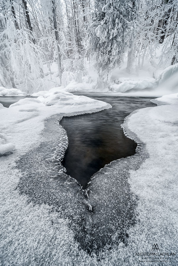 19. Водопад Hatchery Falls на реке Skeleton River в районе Маскока канадской провинции Онтарио. Пример съемки пейзажа на ширик Laowa 12mm f/2.8 Zero-D. Камера Nikon D800. Настройки: ISO 50, f/16, В=0,5 сек., ФР=12 мм.