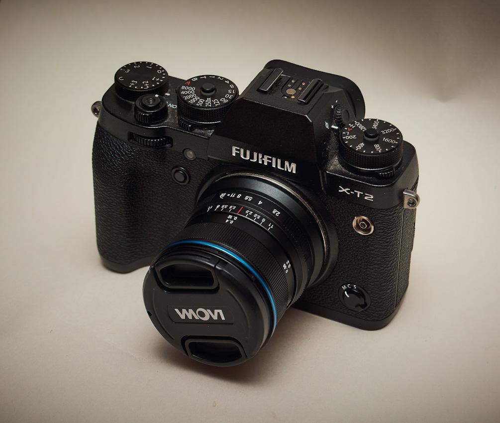 Фото 27. Так выглядит кропнутая тушка Fujifilm X-T2 с широкоугольным объективом с нулевой дисторсией Laowa 9mm f/2.8 Zero-D.