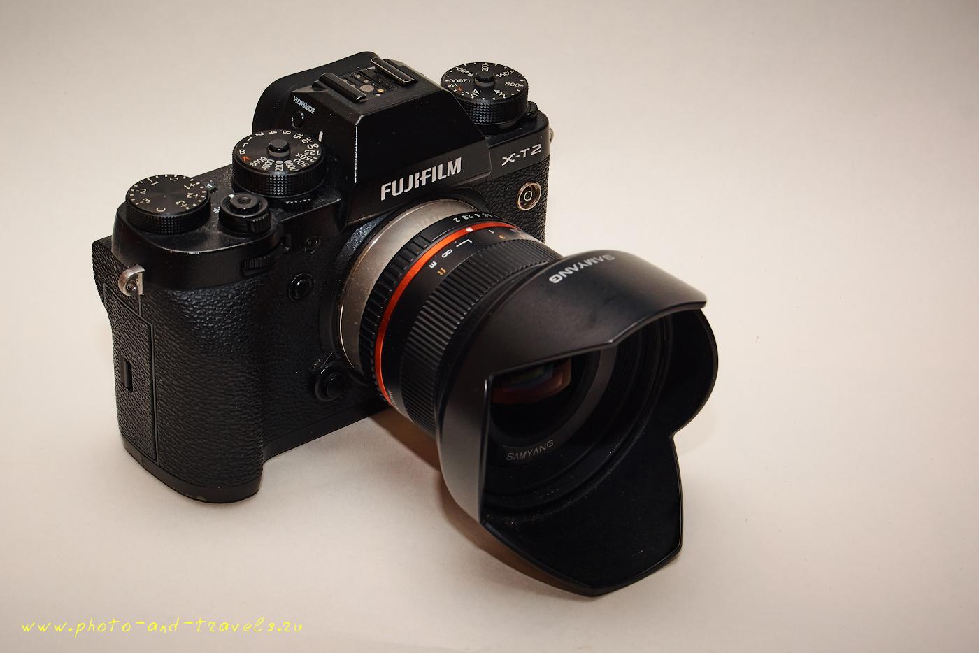 26. Вот как выглядит КРОПнутая камера Fujifilm X-T2 с навинченным на неё шириком Samyang 12mm f/2.0NCS CS. Система имеет небольшие габариты и вес, выдает отличное качество изображения. Смотрите тест в отдельной статье.