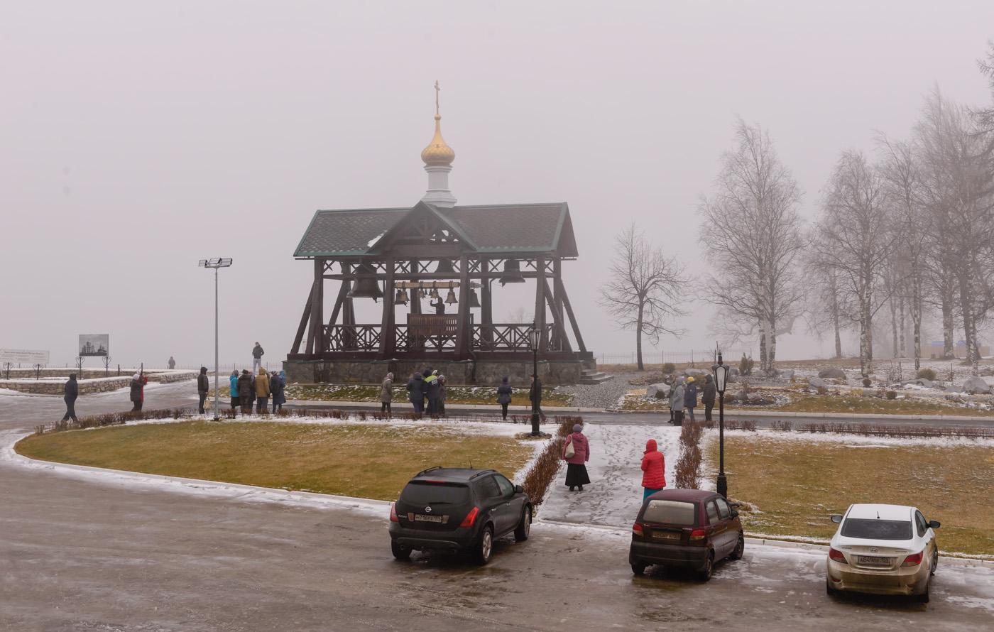 Фото 26. Звонарь на звоннице в Белогорском монастыре. Отзыв об экскурсии. 1/100, 9.0, 400, 45.