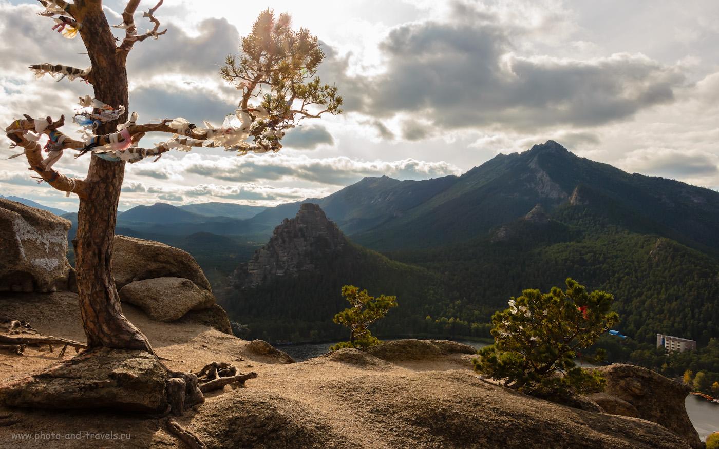 Снимок 17. На вершине горы Болектау в национальном природном парке «Бурабай». Вид на хребет Кокшетау. Стоит ли ехать в Казахстан отдыхать? За такими видами – да! 1/320, +0.3, 10, 200, 18.