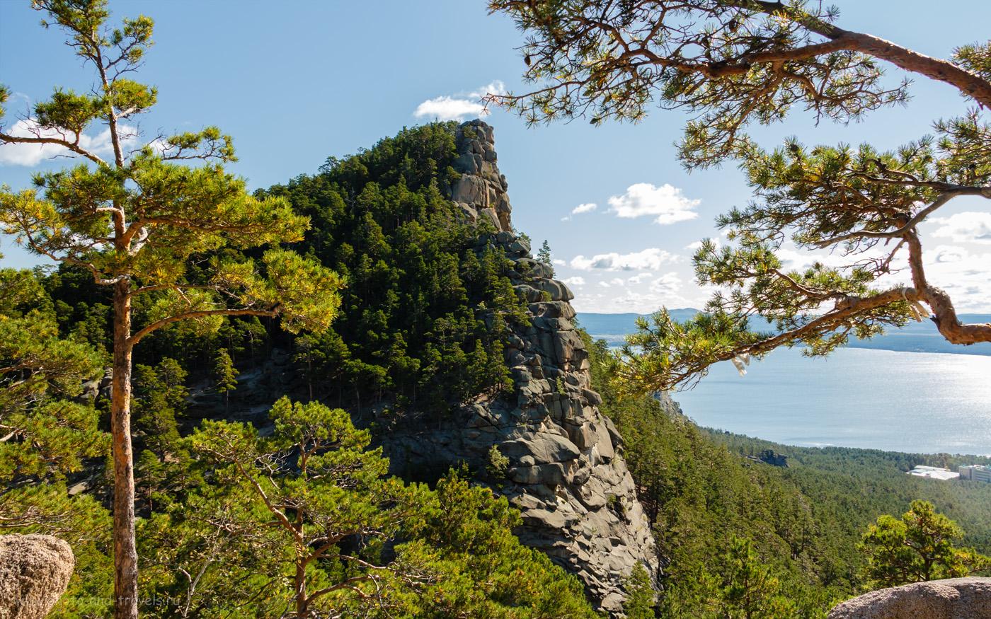 Снимок 25. Вид на самую старшую «сестру» из скал Три Сестры. На склоне Кокшетау. Прогулки по горам в Бурабае. Отзывы туристов об отдыхе в Казахстане. 1/100, +0.3, 8, 200, 18.