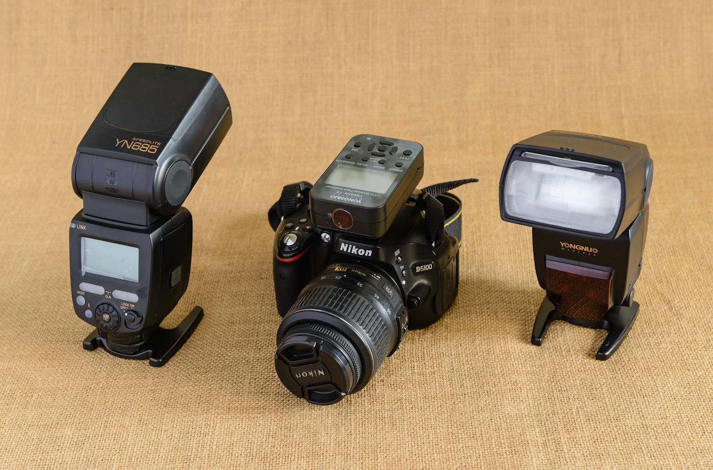Фотография 7. Недорогие вспышки Yongnuo YN-685N и трансмиттер для управления ими Yongnuo YN-622N-TX, установленные на любительскую КРОПнутую зеркалку Nikon D5100. Сам снимок получен на фуллфреймовую камеру Nikon D610 с объективом Nikon 24-70mm f/2.8G при естественном свете от окна. Слева – белый рефлектор. Использовался штатив Sirui T-2204X. Настройки: В=2 сек., +1EV, 8.0, 200, 56.