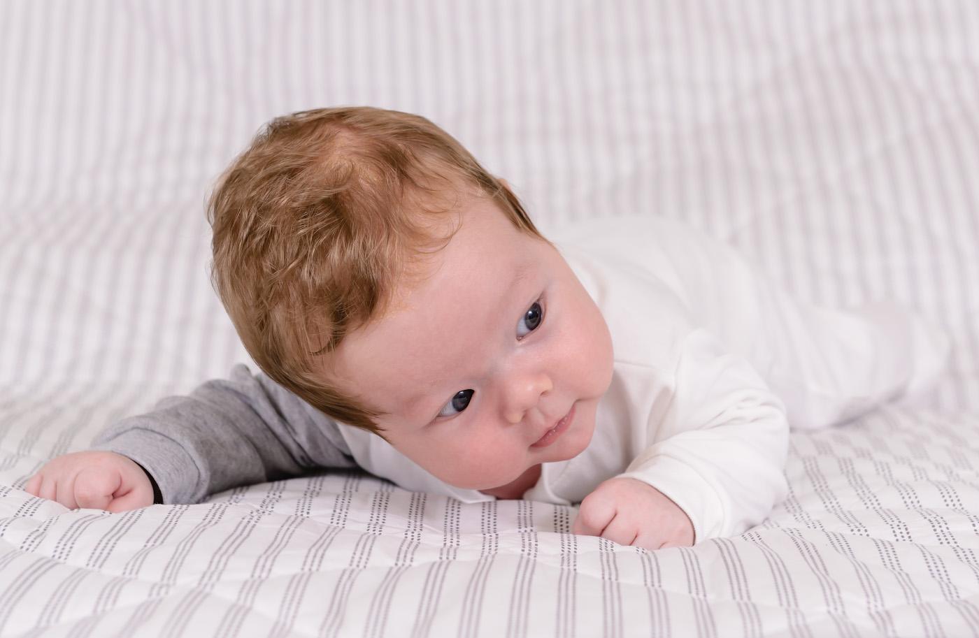 Фото 20. Наш любимый главред. Домашняя фотосессия с малышом 2 месяца. Свет – 2 вспышки Yongnuo YN-685N, управляемые трансмиттером Yongnuo YN-622N-TX. Параметры: 1/250, 6.3, 500, 70.