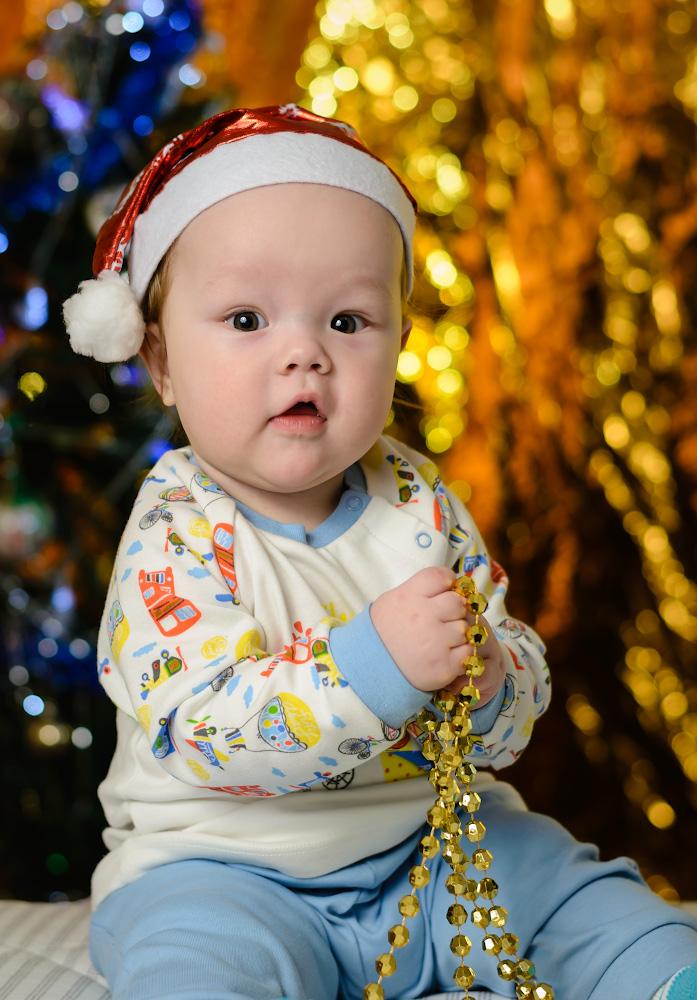 Фотография 33. Пример съемки детского портрета на фикс Nikon 50mm f/1.8G с полнокадровой камерой Nikon D610. Освещение – 1 внешняя вспышка Yongnuo YN-685N на лице, одна – на фоне. Управление светом – от трансмиттера Yongnuo YN-622N-TX.Параметры: 1/200, 2.8, 160, 50.