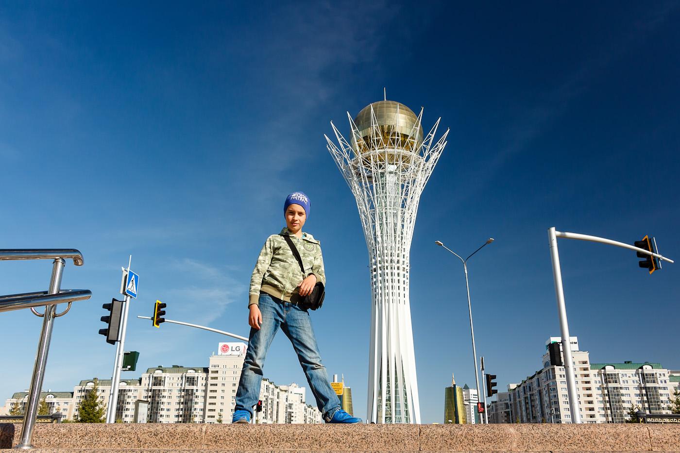 Фотография 16. Монумент «Астана-Байтерек» - визитная карточка города. Отзывы туристов о поездке в Казахстан на авто. 1/500, +0.3, 6.3, 200, 19.