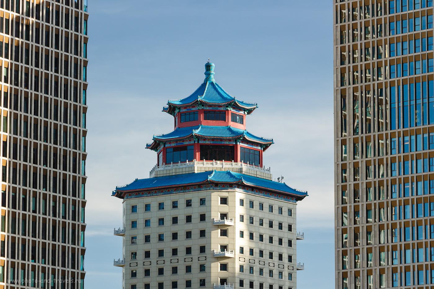 Снимок 18. Две башни бизнес центра «Talan Towers» и гостиница «Пекин Палас» на заднем плане. Отчет о прогулке по Астане. 1/250, +0.3, 5.6, 200, 109.