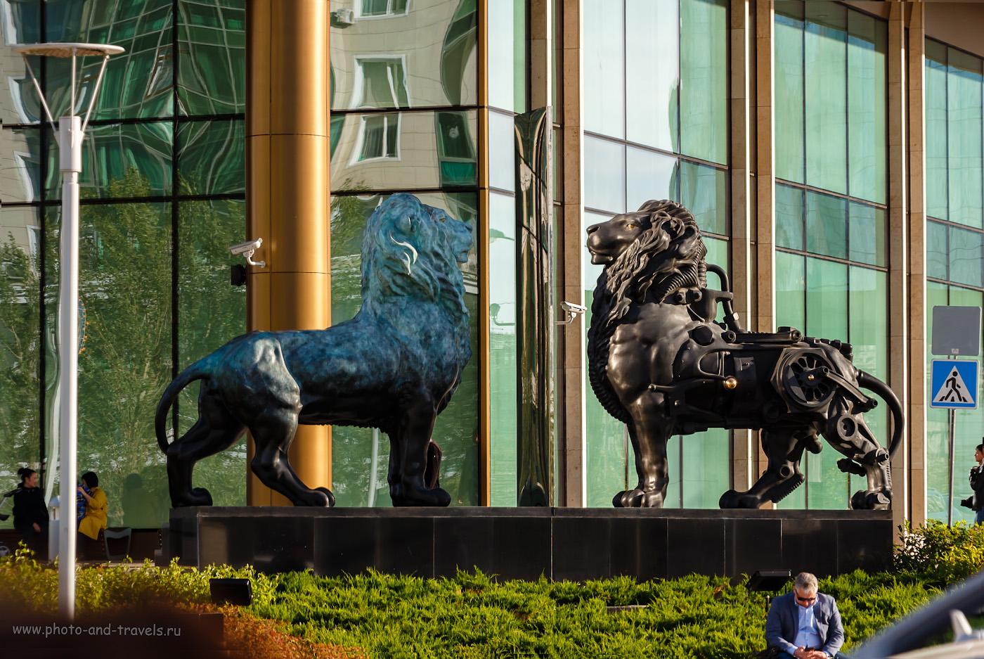 Фотография 19. Скульптурная группа «Зеркало, о моё зеркало» у входа в БЦ «Talan Towers» в Астане. 1/160, +0.3, 5.6, 200, 102.