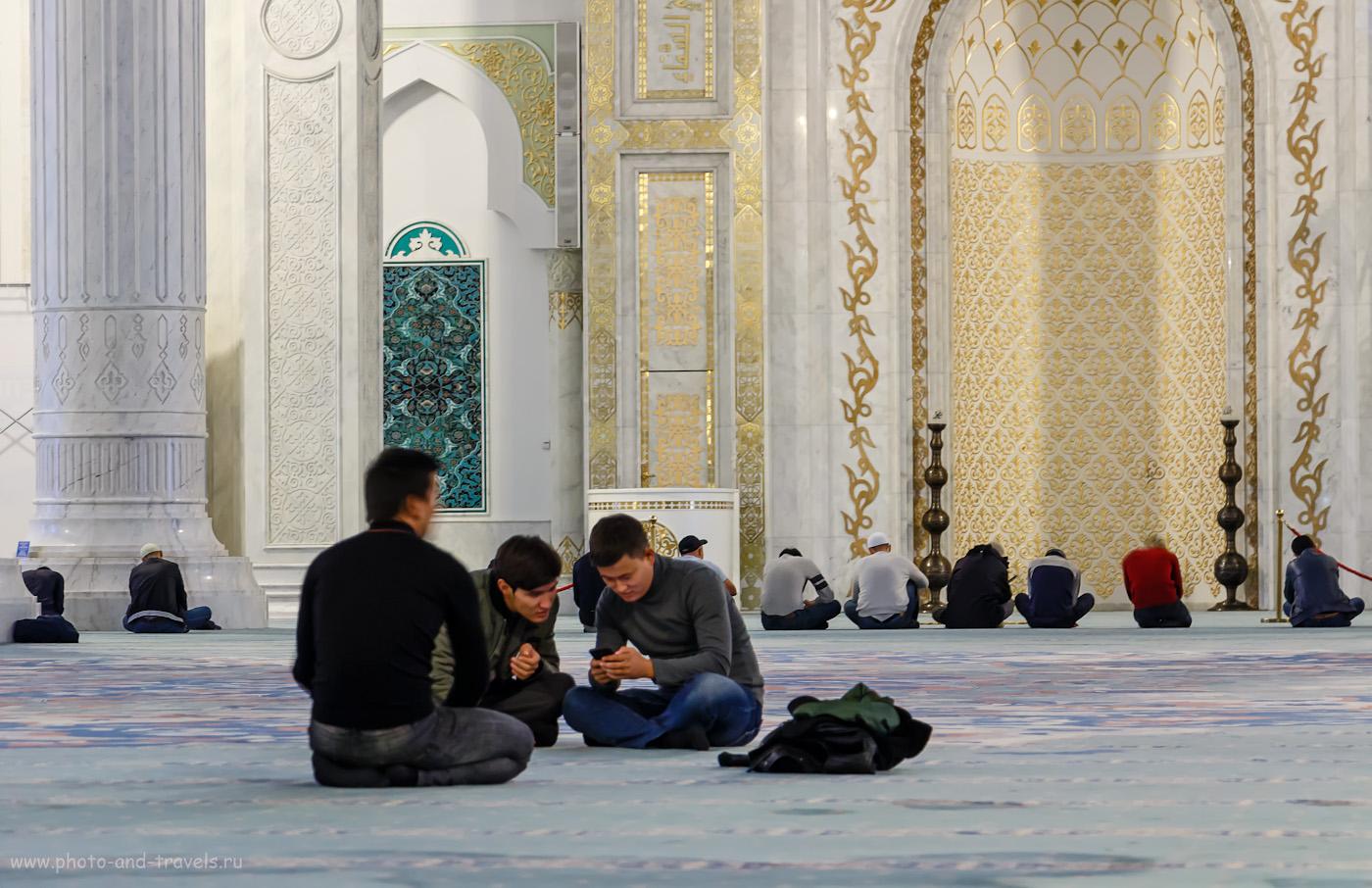 Фотография 28. В ожидании намаза в мечети «Хазрет Султан». 1/4, -0.3, 5.6, 800, 91.