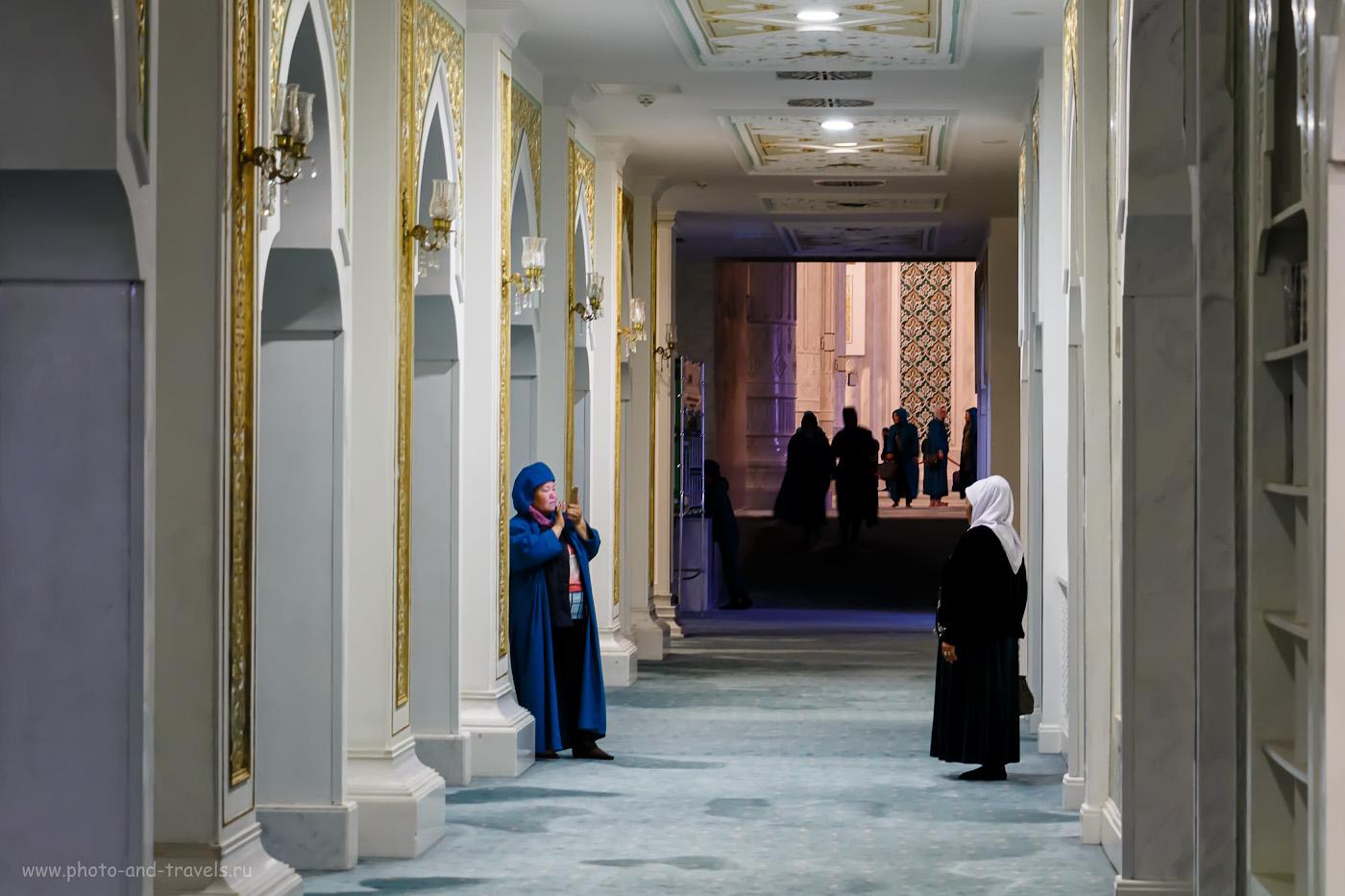 Снимок 27. Женщины в мечети «Хазрет Султан». 1/6, -0.3, 5, 800, 56.