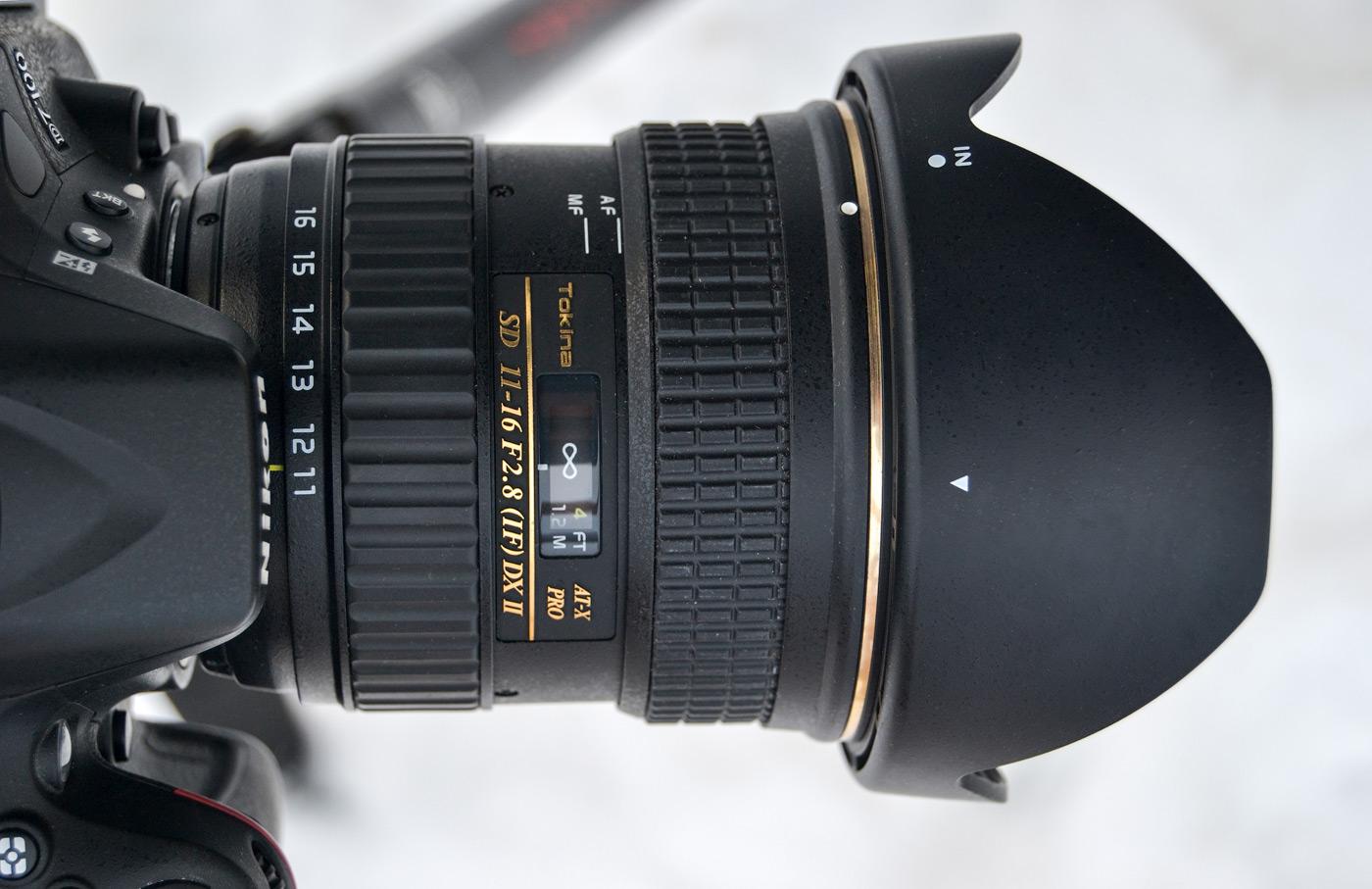 Фото 1. Вид объектива Tokina 11-16mm f/2.8 на тушке Nikon D7100. Отзывы владельца. Снято на любительскую зеркалку Nikon D3100 KIT 18-55. Параметры съемки: ФР=50.0 мм, ISO 100, f/5.6, В=1/30 s, поправка экспозиции -2/3 EV.