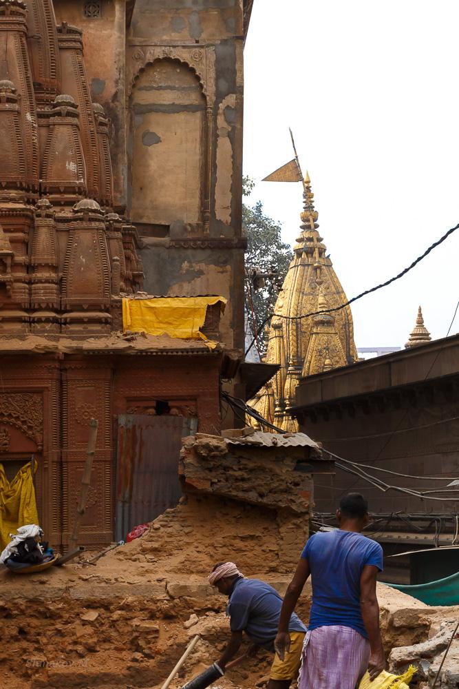 Фотография 13. Золотой храм Kashi Vishwanath Temple Darshan в Варанаси. Отзывы о путешествии по Индии (1/500; -1; 8; 250; 40).