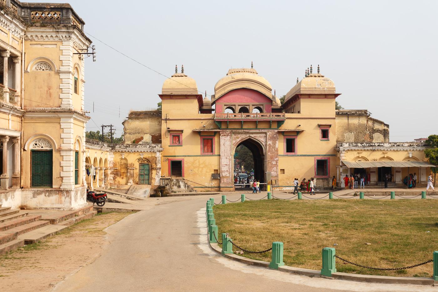 Фотография 23. Форт Рамнагар. Двор. Отзывы о посещении достопримечательностей в Варанаси. Стоит ли ехать в Индию (1/250; 0; 8; 100; 40).