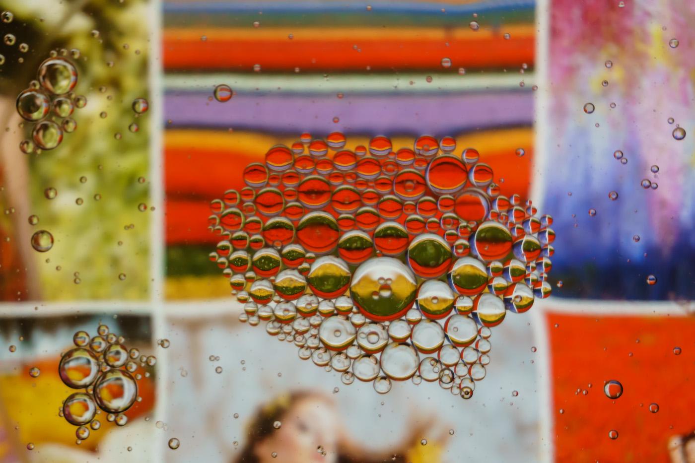 Фотография 2. Пример съемки абстрактного натюрморта с водой и маслом на беззеркалку Sony A6000 KIT 16-50mm f/3.5-5.6. Настройки: В=1/80 сек., f/5.6, ISO 800, ФР=50мм.