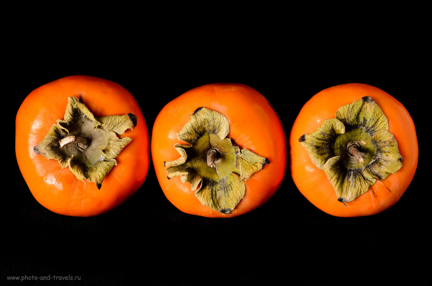 Фото 16. Фотографируем ягоды в фотостудии дома. Схема освещения: слева – софтбокс, сзади – черный фон. Снято на Nikon D5100 и зум Nikon 17-55mm f/2.8. Осваиваем освещение с помощью вспышек Yongnuo YN-685N. Управление - от триггера Yongnuo YN-622N-TX. Настройки: 1/200, 8.0, 100, 55.