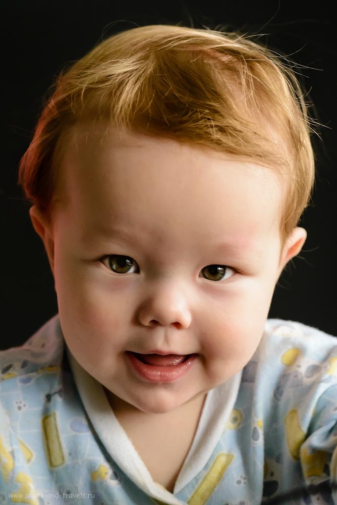 Фотография 1. Портрет сына, снятый при натуральном свете. Справа – окно, слева – серебристый отражатель. Настройки фотоаппарата: выдержка 1/160, f/6.3 ISO 6400, ФР=185.