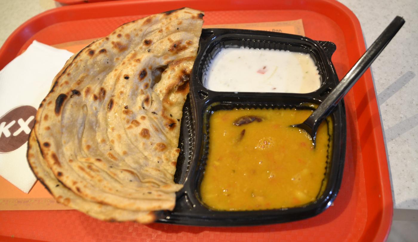 Фотография 15. Кухня, что ждет туристов, путешествующих по Индии. Снято на смартфон.