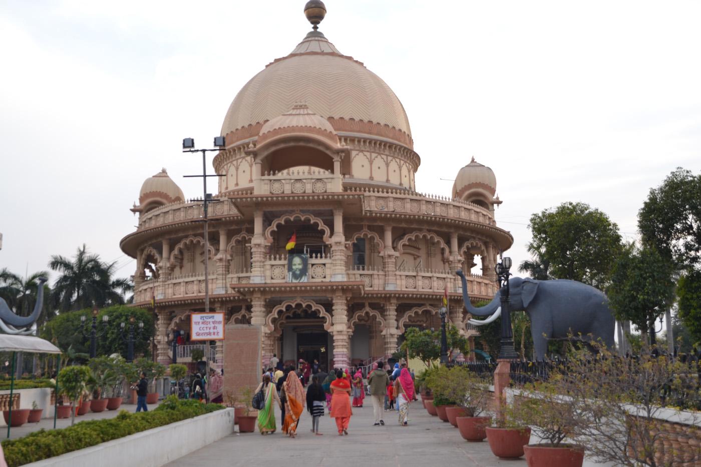 Фото 16. Главный храм комплекса Чаттарпур Мандир. Стоит ли ехать в Дели. 1/200, 5,6, 100, 55.