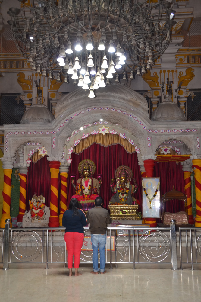 Фото 18. Храм Чаттарпур Мандир внутри. Стоит ли ехать на самостоятельные экскурсии в Дели. 1/100, 5, 1100, 55.